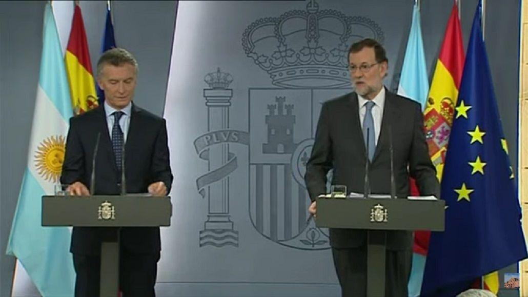 <p>Macri y Rajoy en España</p>