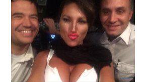 Vicky junto a los pilotos Matías Soaje y Federico Zocchi