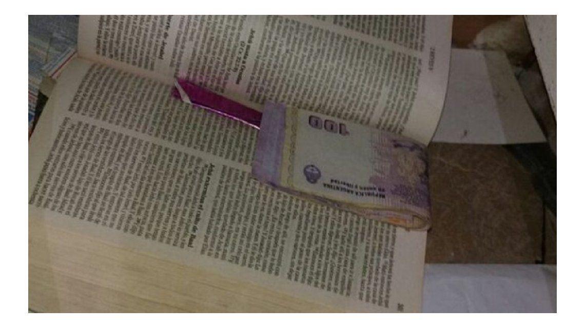 En esta Biblia guardaban el dinero y la droga