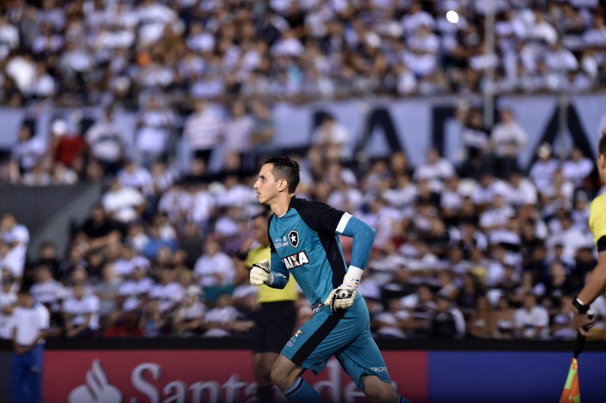 Roberto Junior Fernández tras atajar tres penales para el Botafogo