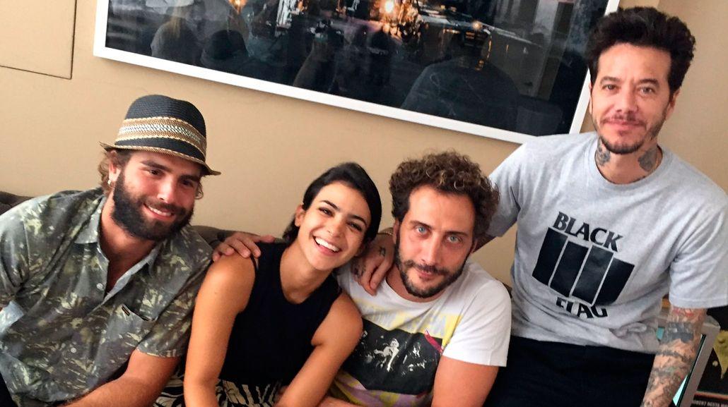 Los actores reunidos con Sebastián Ortega