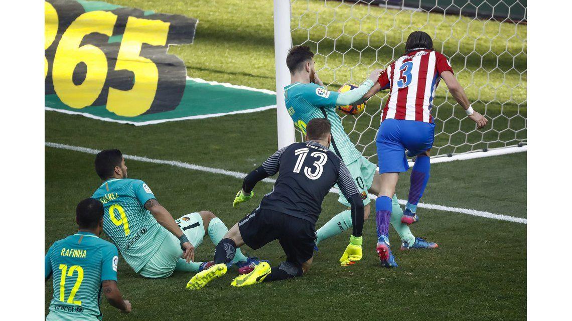 A Messi le costó hacer pie en el Vicente Calderón