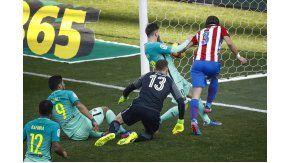 A Messi le costó hacer pie en el Vicente Calderón, pero apareció en el momento justo