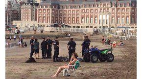 Despliegue policial en la playa en Mar del Plata. Crédito: 0223