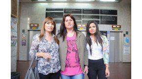 Patricia Perelló, abogada, Analía Schwartz, imputada, y Noelia Agüero, la otra defensora
