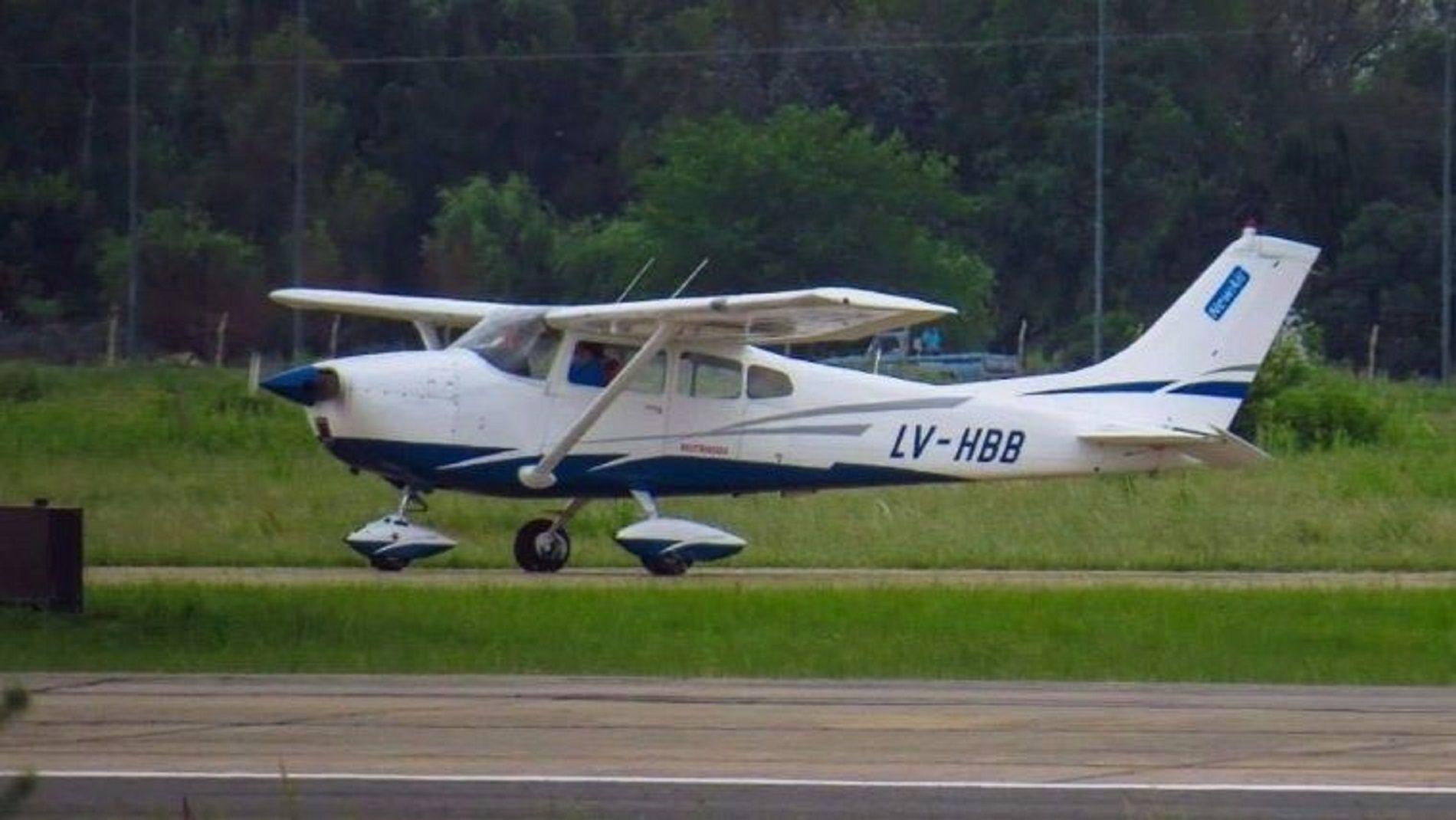 Robaron un avión de un aeroclub