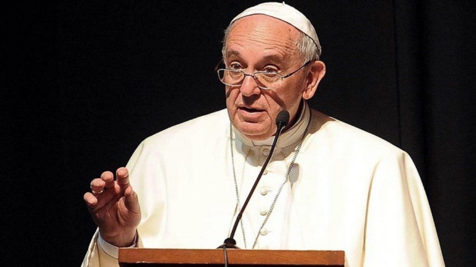 El Papa no descarta que hombres casados cumplan funciones sacerdotales
