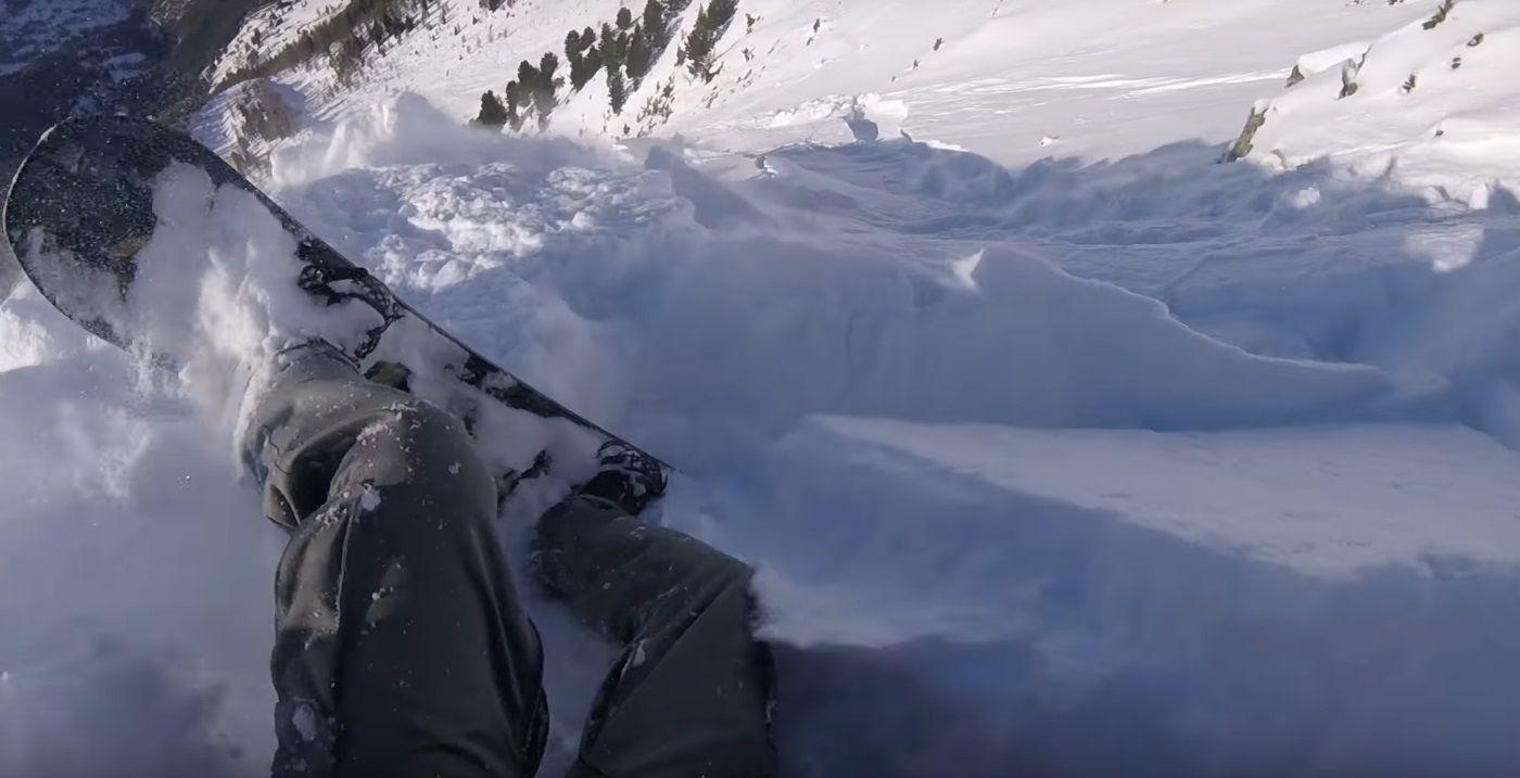 Una avalancha atrapó a un hombre que practicaba snowboard