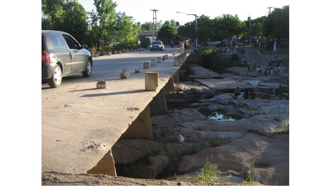 Puente que une Mina Clavero con Vilal Cura Brochero