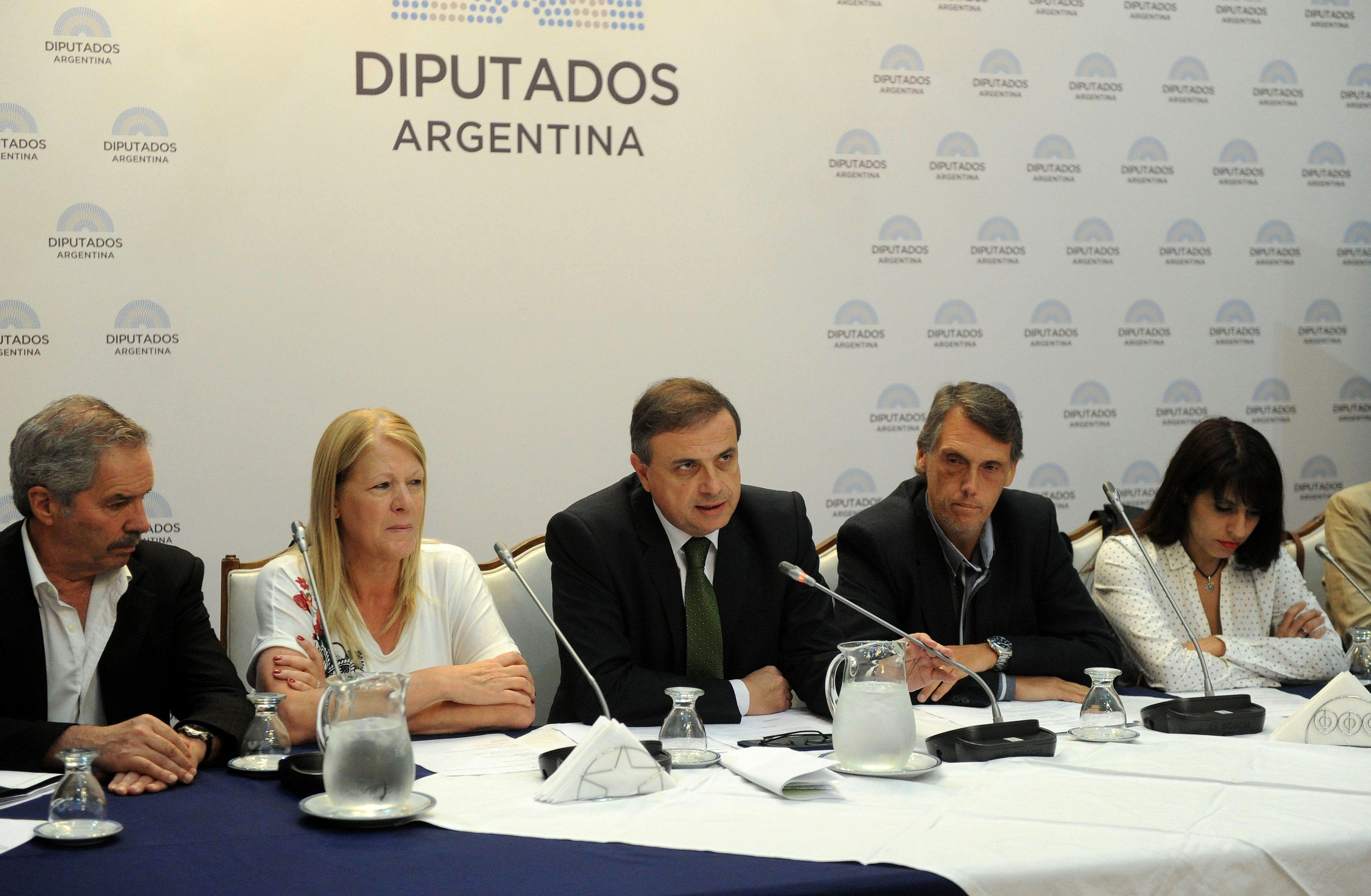 La oposición exige una explicación a Aguad
