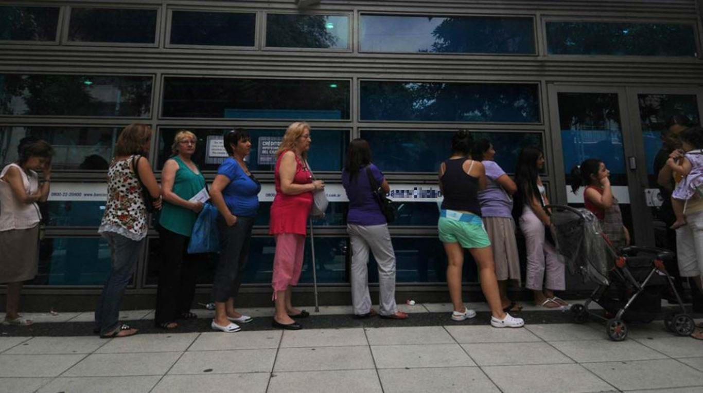 Atención normal en los bancos tras suspensión del paro