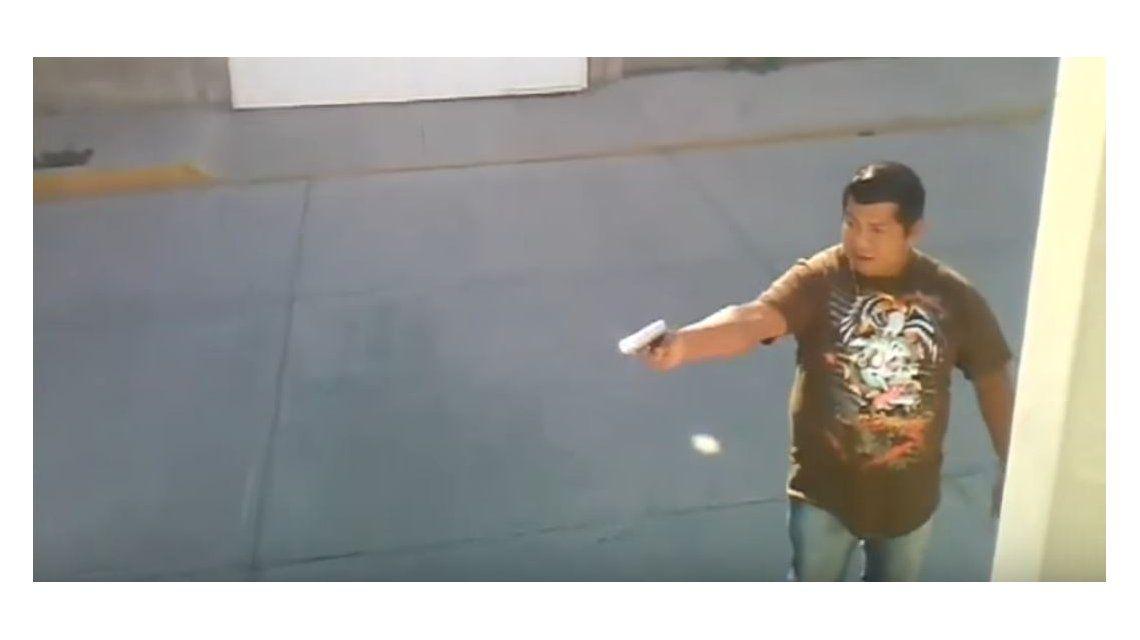Un hombre le dispara a otro en medio de una discusión