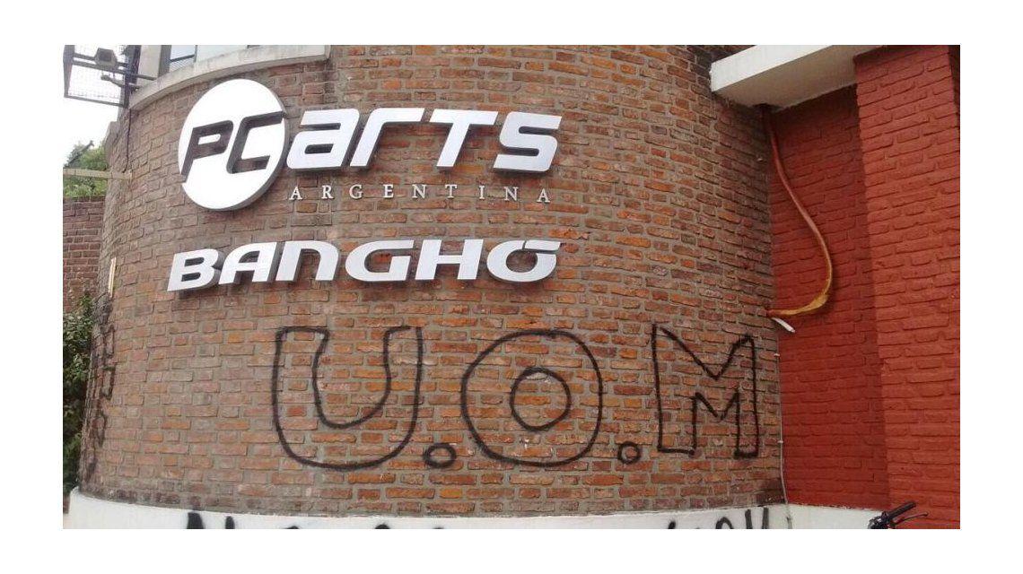 Banghó anunció que recortará su personal en planta a la mitad