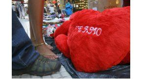 Un peluche con un Te Amo, típico regalo de San Valentín