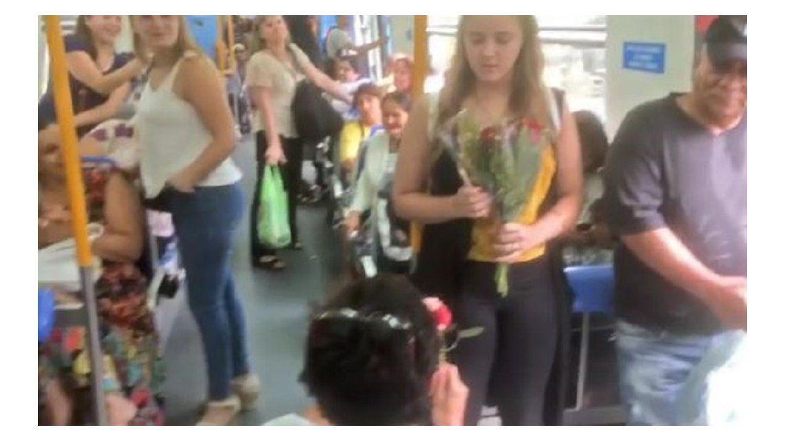 El pedido de casamiento en el tren que era una actuación