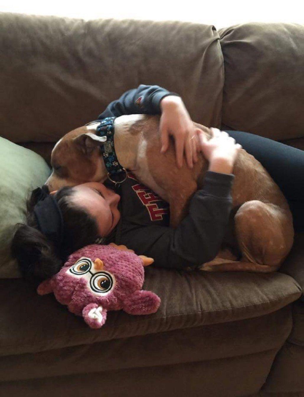 Kayla Filoon y su perro Russ