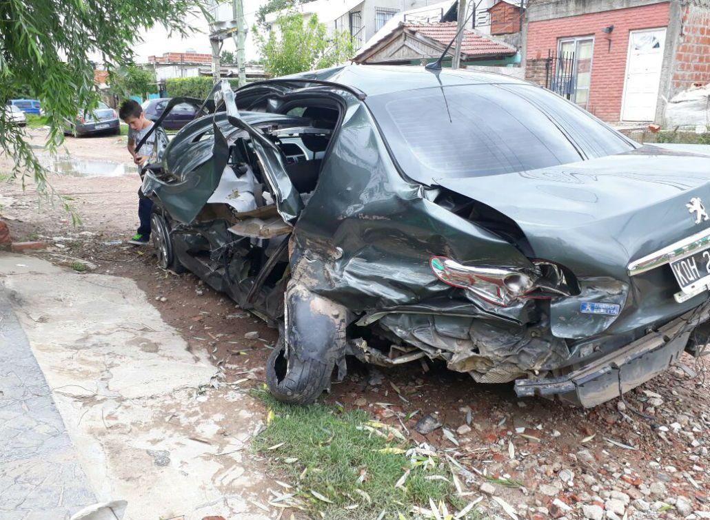 Así quedó el auto que chocó el jugador de Vélez