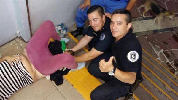 Estos son los policías que asistieron el parto