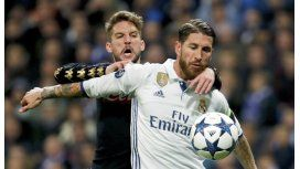 Sergio Ramos, luchando ante el Nápoli por Champions League