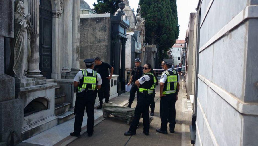 Cementerio de la Recoleta: una estatua aplastó a un español