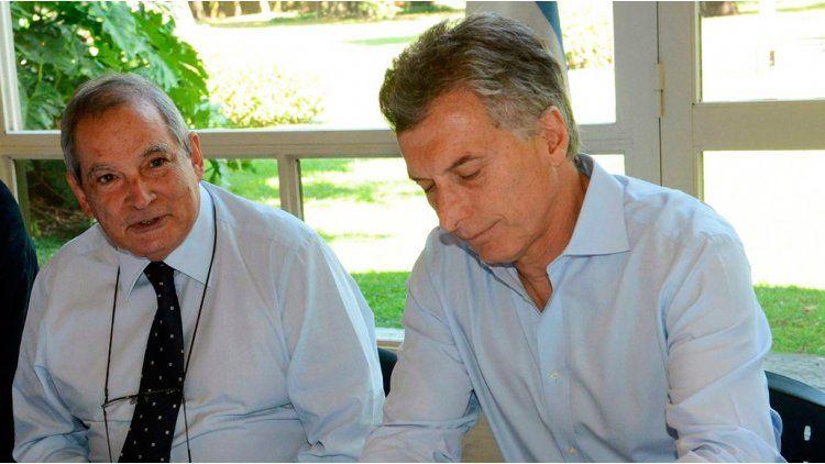 El presidente y el ministro de Salud fueron denunciados