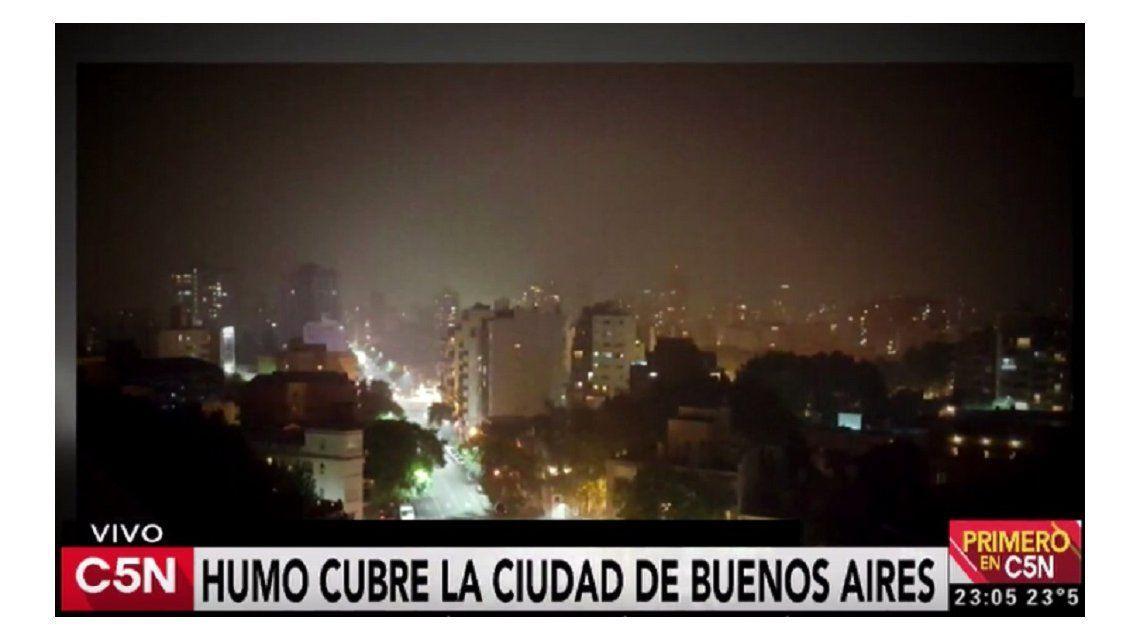Humo en Buenos Aires por en incendio en la Reserva Ecológica de Punta Lara