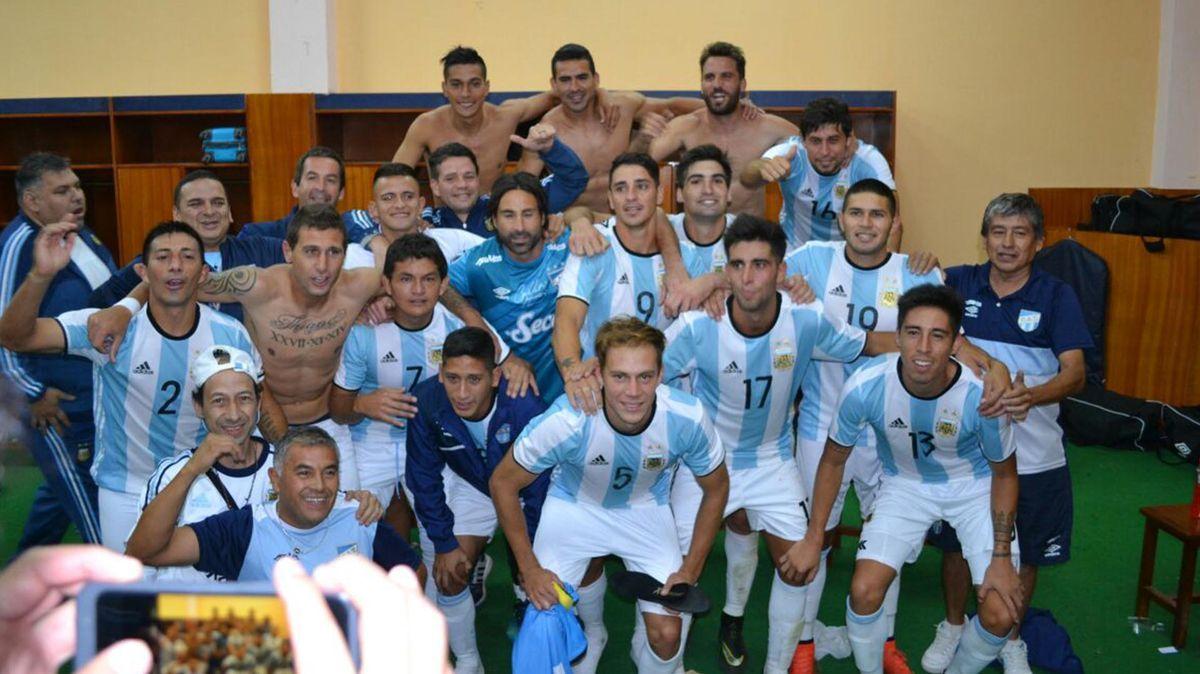 Los jugadores de Atlético, con la camiseta de la Selección<br>