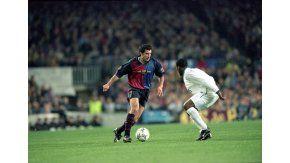 Luis Figo, con la camiseta del Barcelona