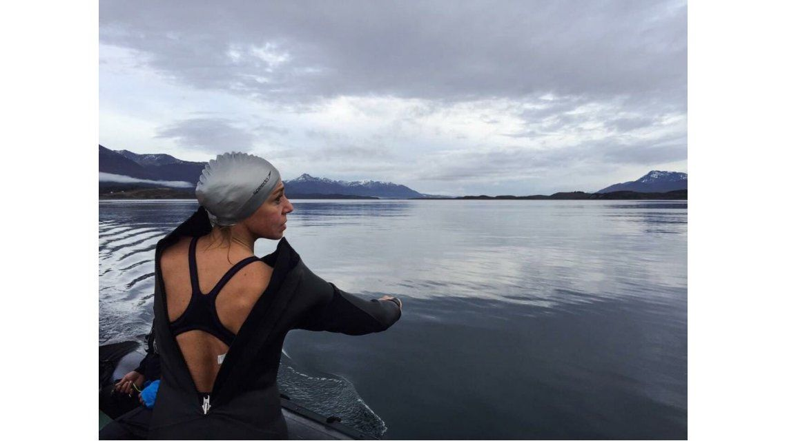 La nadadora Alejandra Broglia unió las dos grandes islas de Malvinas