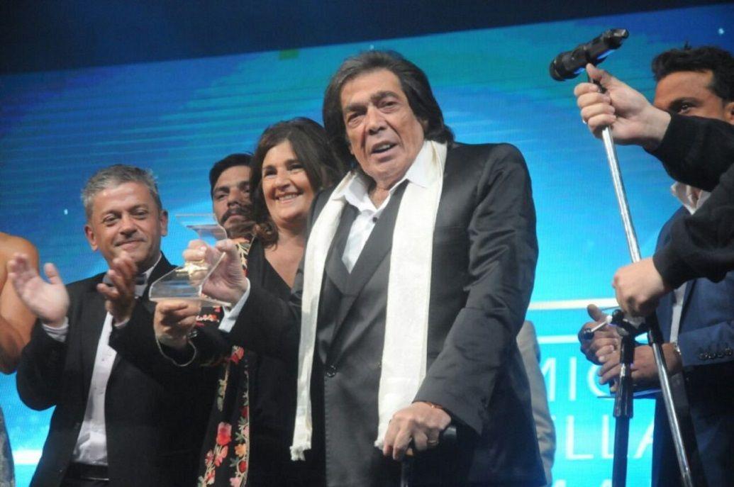 Cacho Castaña al recibir el premio Estrella de Mar de Oro 2017