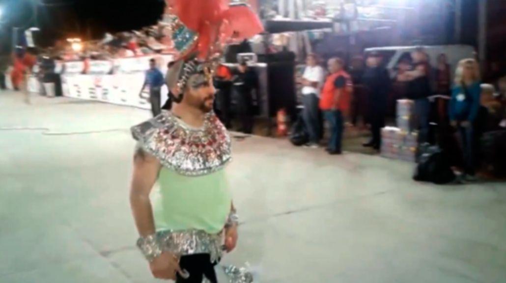 José Ottavis se puso las plumas y bailó en una comparsa