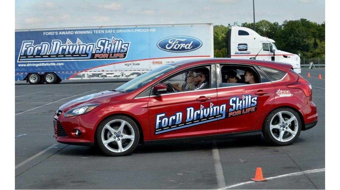 Ford enseña a manejar a jóvenes conductores