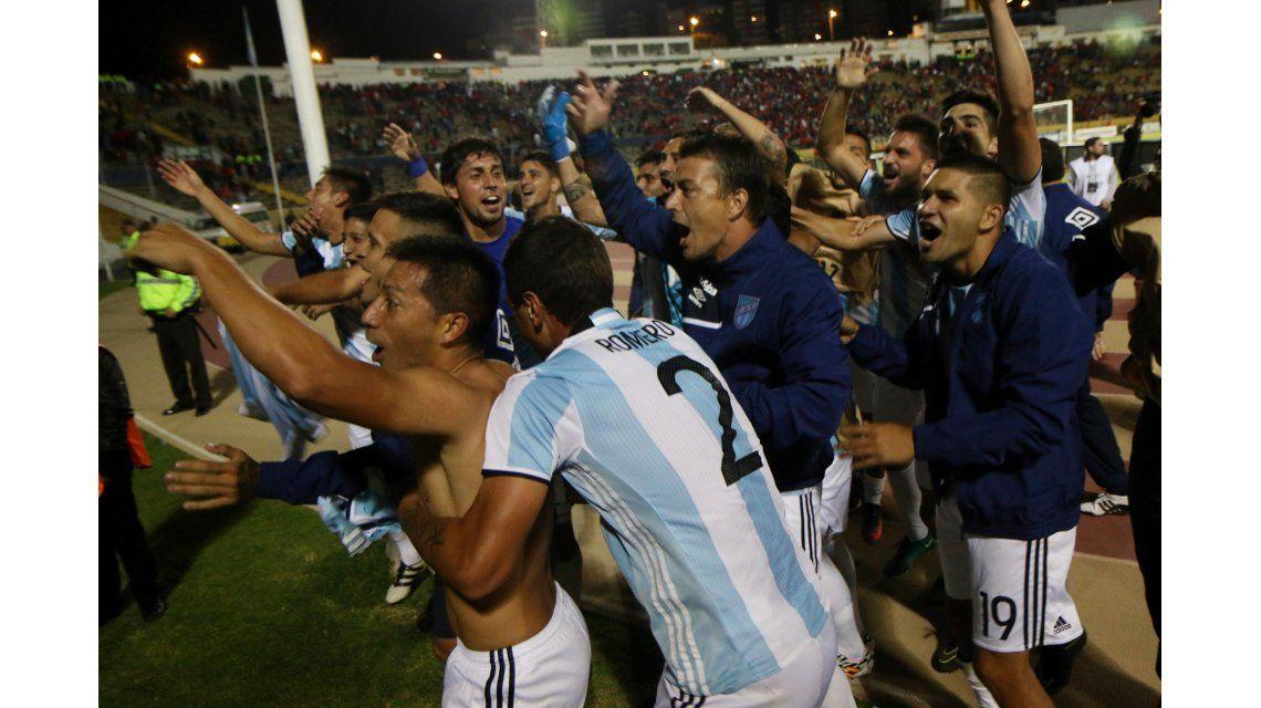 El festejo de los jugadores de Atlético Tucumán en Ecuador