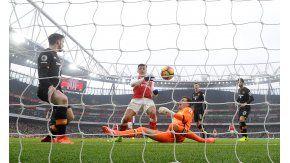 Pese a la protesta de los rivales, el árbitro convalidó el gol