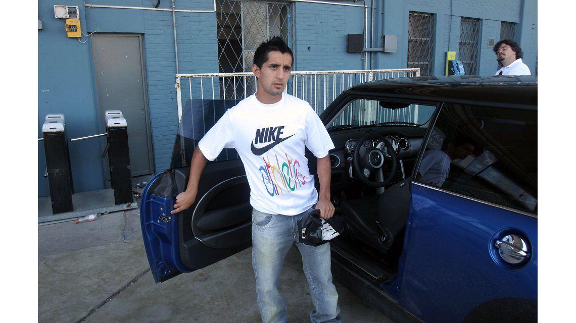 Maxi Moralez llegando al entrenamiento de Racing en 2008