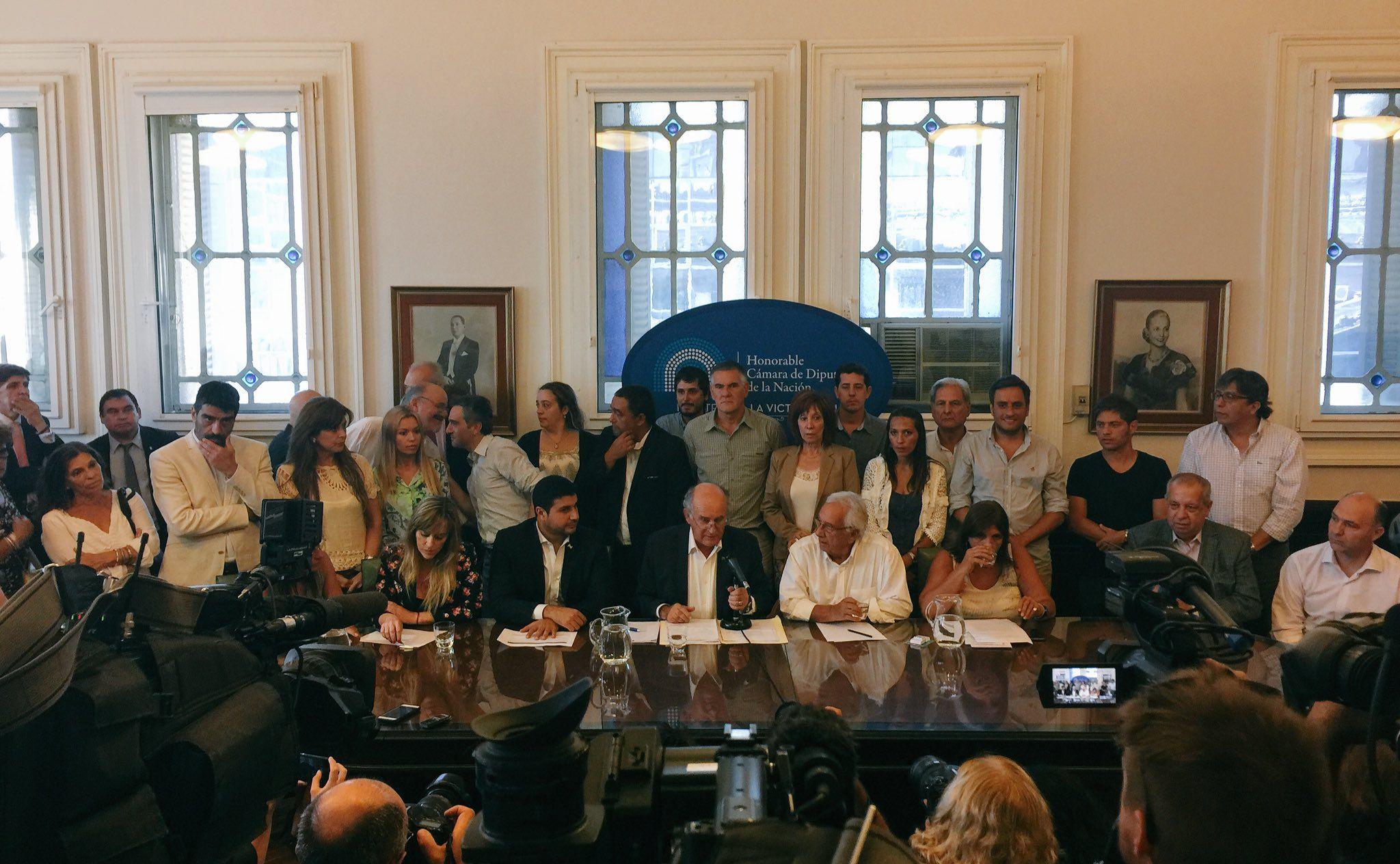 Parrilli ofreció una conferencia tras el pedido de detención