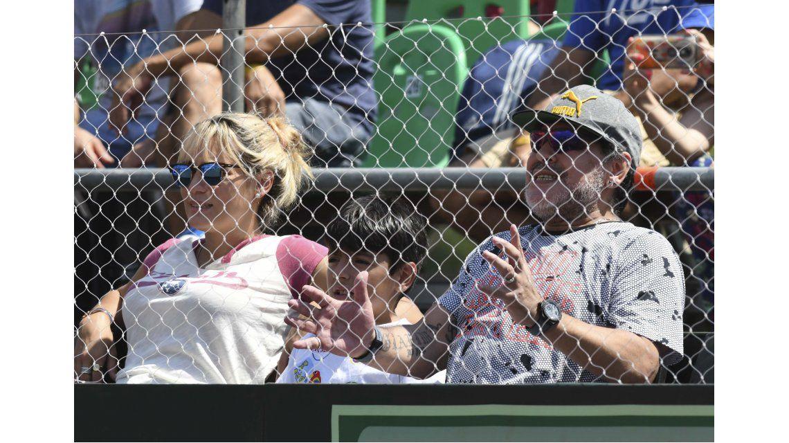 Maradona vivió con euforia los partidos de la Copa Davis