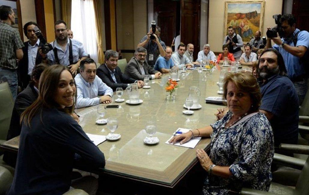 Vidal y los docentes en el inicio de la paritaria de 2016