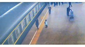 Una nena cayó por el hueco entre un tren y la plataforma
