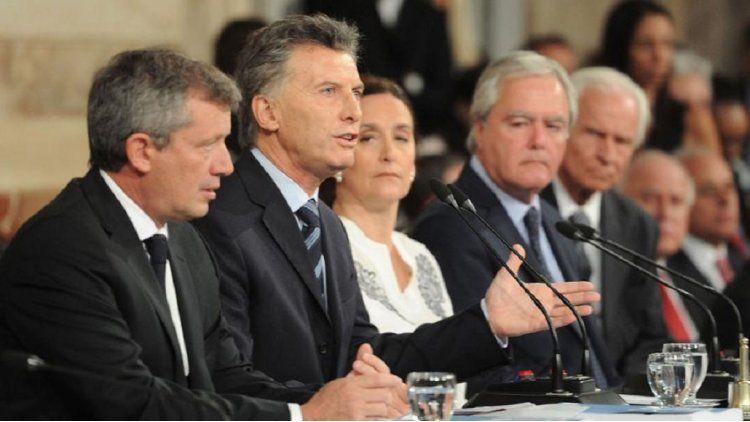 Monzó junto a Macri en el Congreso