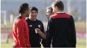 La charla entre Montoya, Sampaoli y sus asistentes