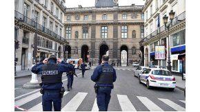 Conmoción en París por un intento de ataque terrorista en el museo del Louvre
