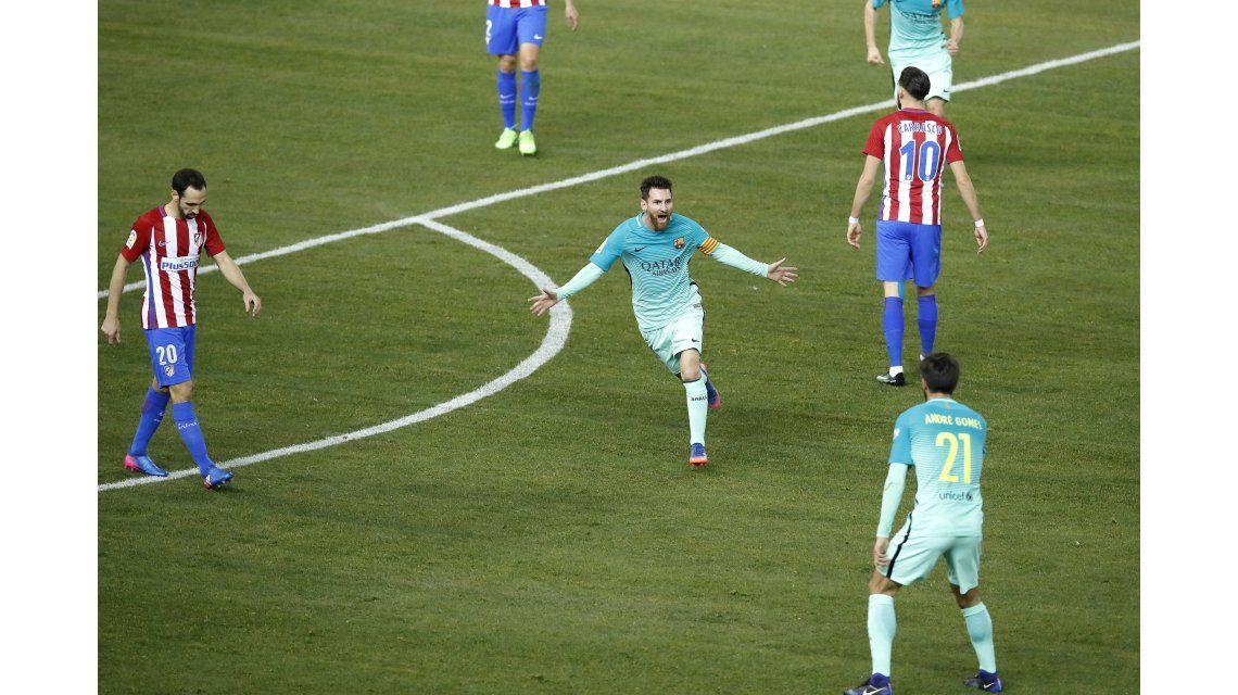 Messi pateó desde fuera del área y marcó y golazo