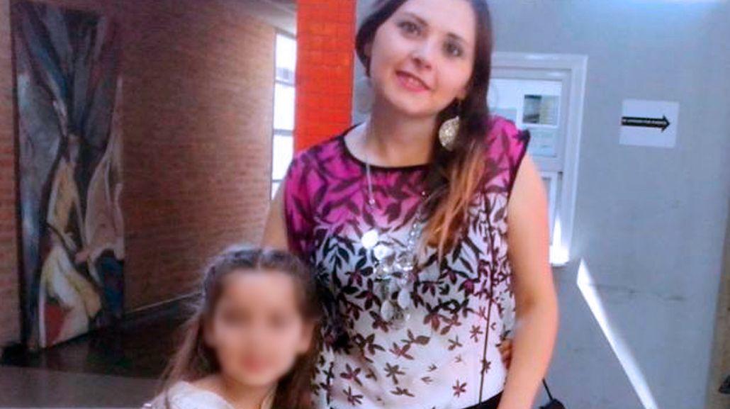 Gabriela junto a su hija