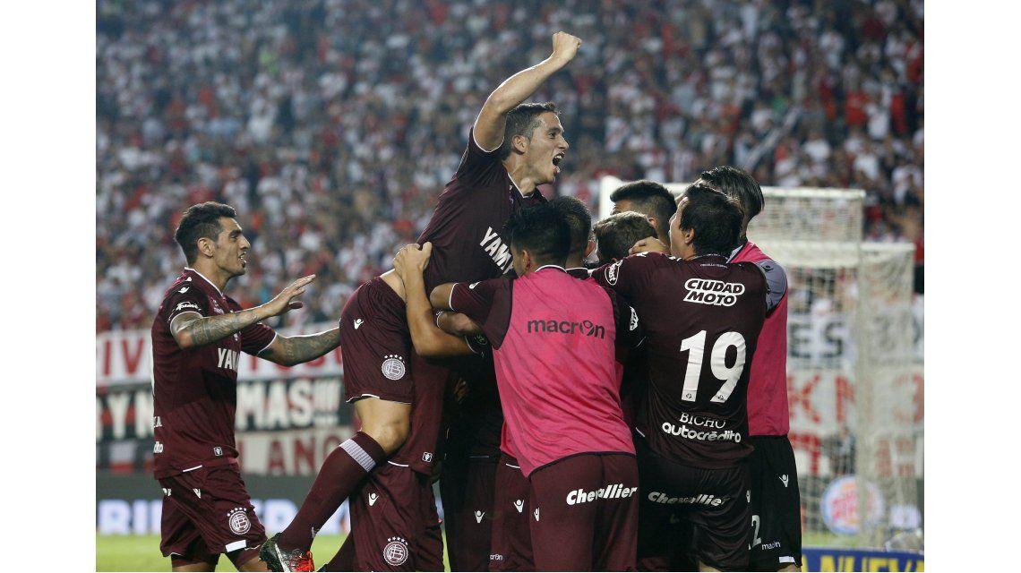 Lanús le ganó a River y se quedó con la Supercopa Argentina