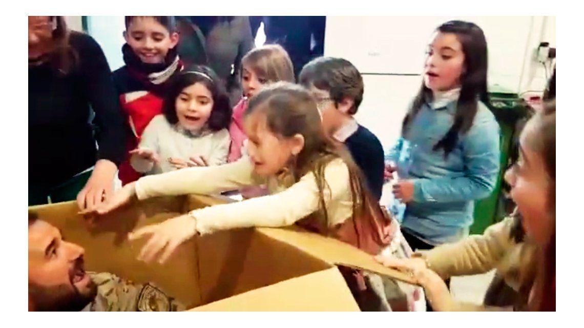 La emotiva sorpresa de un militar español a su hija