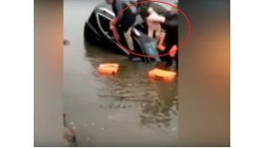 Situació extrema: tuvo que tirar a su bebé para salvarlo
