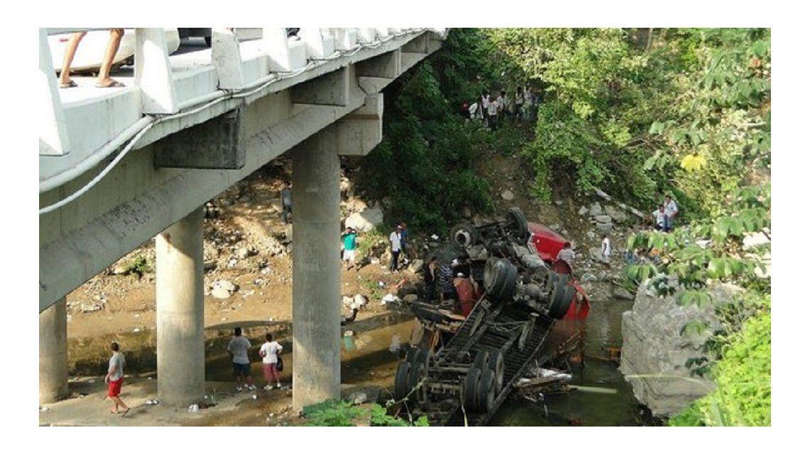 Al menos 47 muertos al hundirse un camión en Madagascar