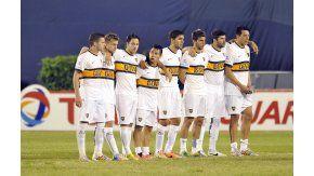 Gigliotti, en la tanda de penales con Boca en la Copa Sudamericana 2014
