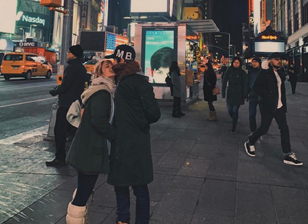 Angela Torres y su novio en Nueva York.